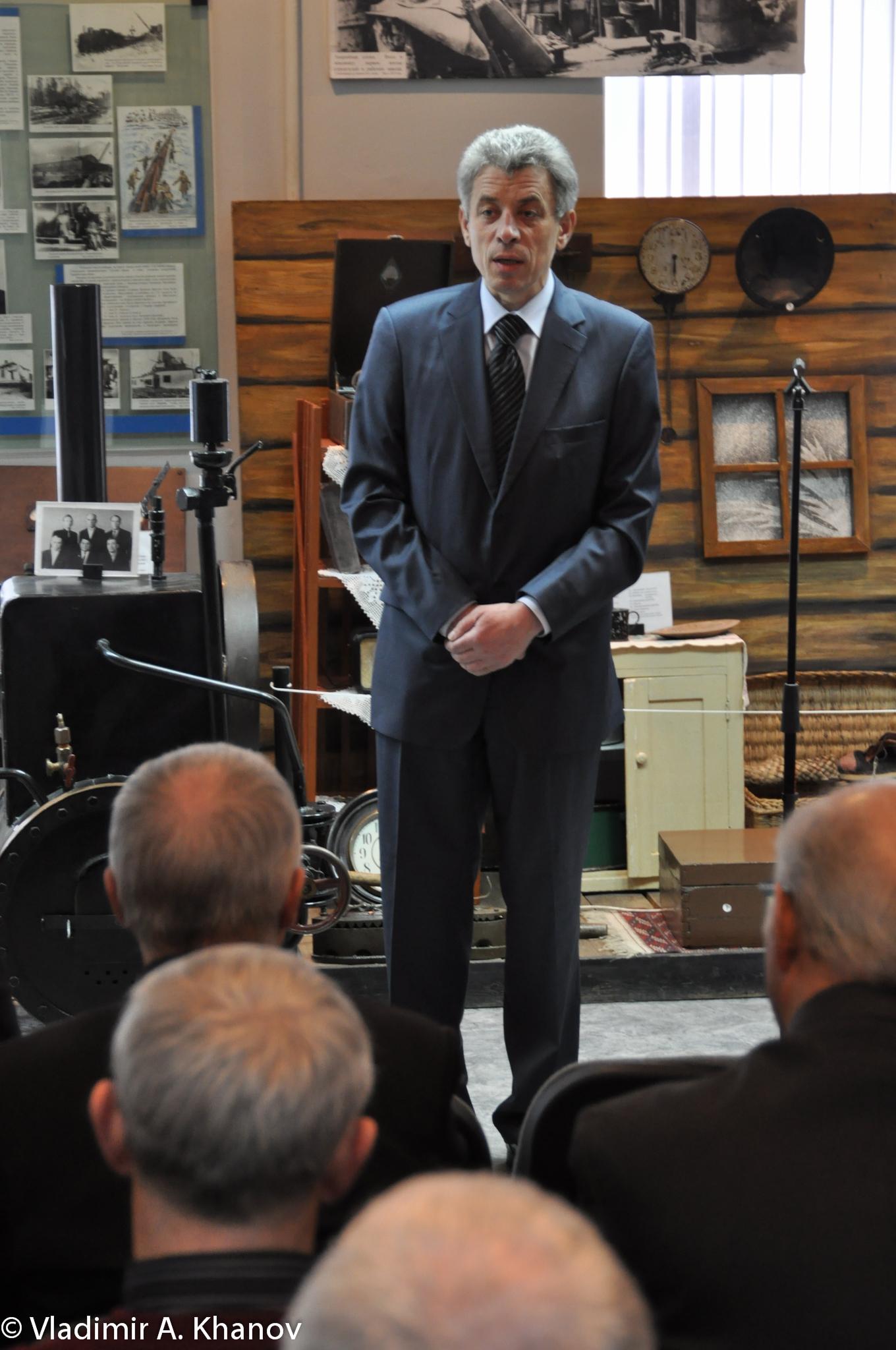 И.о. Генерального директора А.Н. Гуров выступает перед собравшимися
